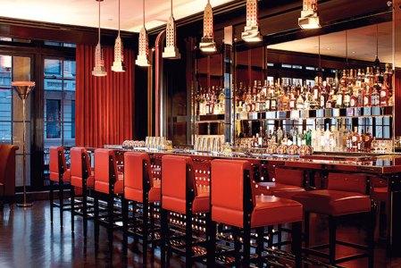 The bar at the Lambs Club