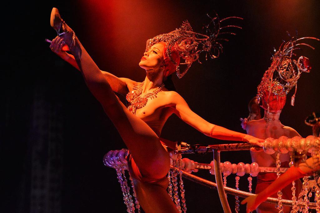 Эротическое шоу смотреть в хорошем качестве клуб любителей пеларгонии москвы