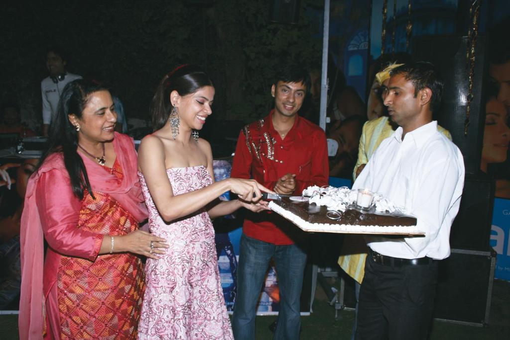 Madhu Sharma, Pushpanjali Chawla, Vikrum Baidyanath