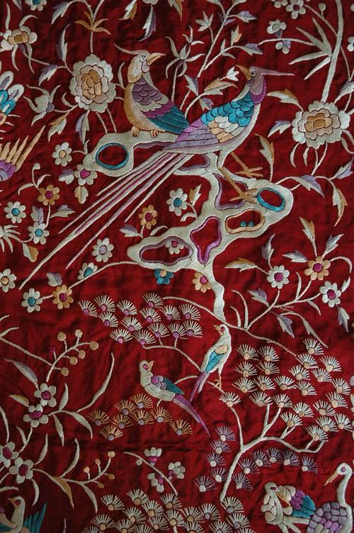 Intercultual amalgam is seen in this Persian Simurgh on the Chinese Divine Fungus