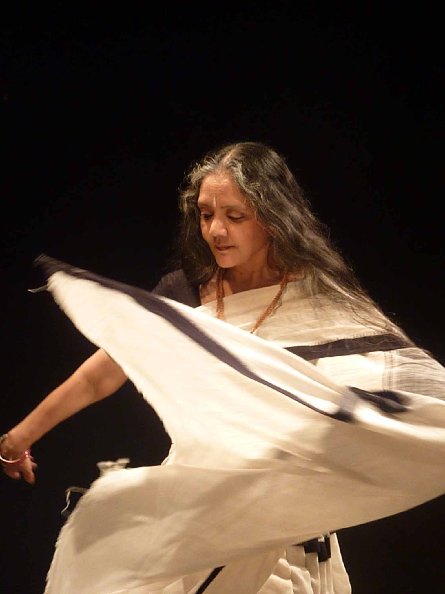 Daksha Sheth, Dance, Sari