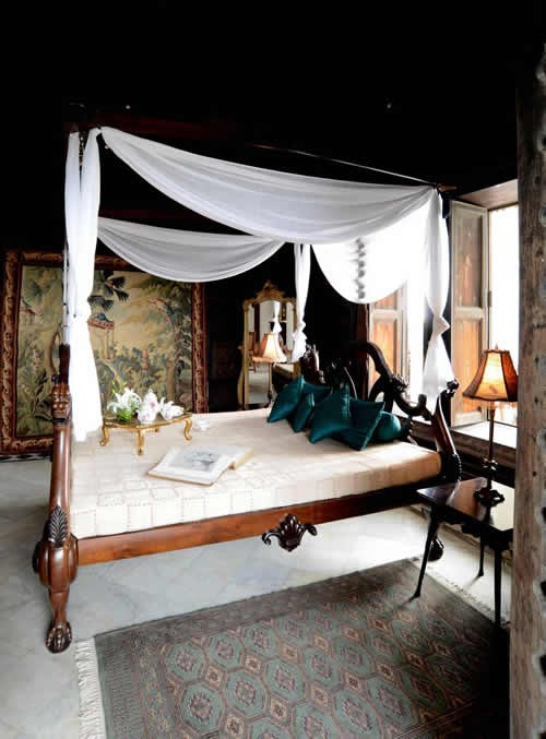 The Grand Trunk Show, Taj Khazana: Reproduction of a Burmese art deco bed