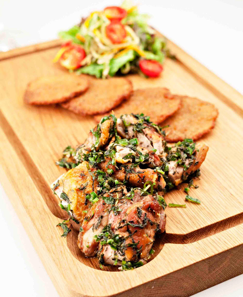 Chicken with kohlrabi chips