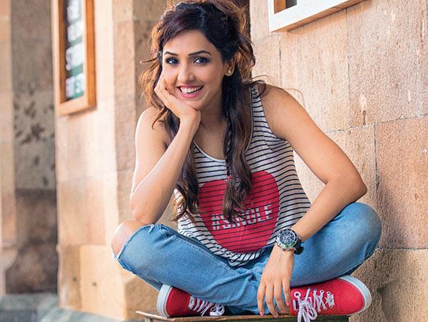 Neeti Mohan, Bollywood Singer, Student of the Year, Jab Tak Hai Jaan