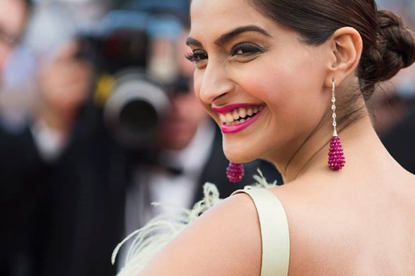 sonam kapoor, bollywood, loreal paris, cannes 2016