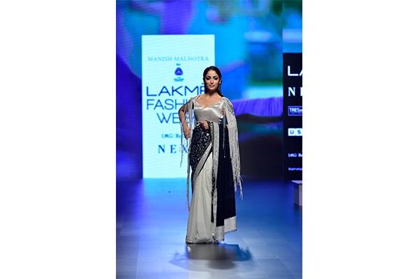 2018, 431-88, Akshat Bansal, Amoh, Ansam, ASA, Bloni, Falguni Shane Peacock, Fashion, Featured, Gaurang Shah, Jade, Ka Sha, Kalki Koechlin, Karan Johar, Karishma Shahani Khan, Kriti Sanon, Lakme Fashion Week, Lakmé Fashion Week Summer Resort 2018, LFW 2018, Manish Malhotra, Online Exclusive, Priyanka Bose, Resort, Shreya Oza, Shweta Kapur, Sonakshi Sinha, Style, Sumiran Kabir Sharma, Summer, Tarun Tahiliani, The Woolmark Company, Yami Gautam