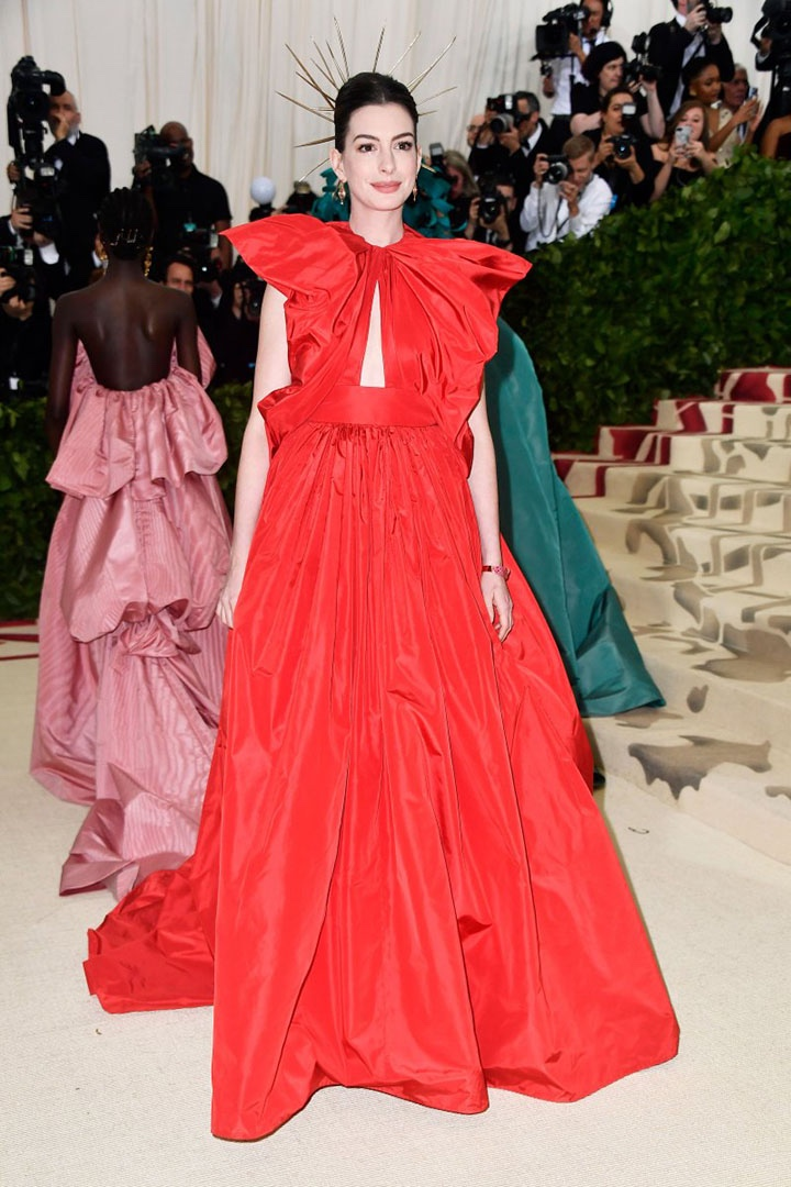Catholic, Catholicism, Designers, Fashion, Fashion's Biggest Night Out, Heavenly Bodies: Fashion and the Catholic Imagination, Hollywood, Mat Gala, Met Ball, Met Ball 2018, Met Gala 2018, Metropolitan Museum of Art's Costume Institute Gala, Metropolitan Museum of Art's Costume Institute Gala 2018, Papal, Religion, Style, The Vatican, Vestments, Anne Hathaway, Valentino