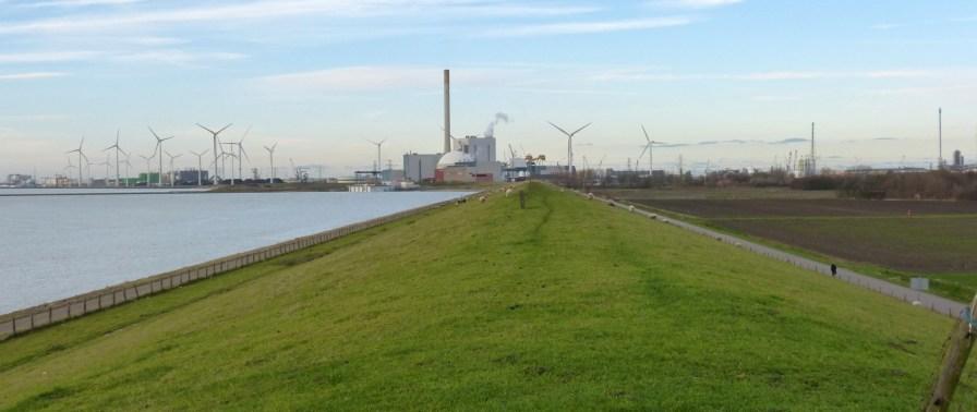 Oude en nieuwe energie bestaan in Borssele naast elkaar.