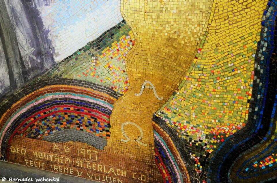 Detail van het schitterende kunstwerk in de stiltekapel.