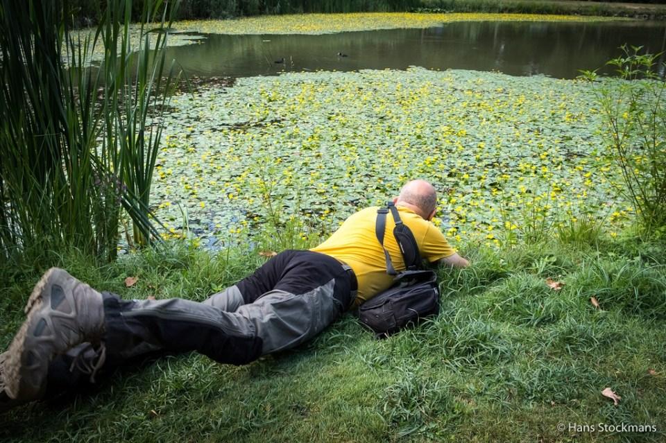 Even later troffen we Marc aan in deze pose, terwijl hij foto's maakte van deze zeldzame waterplanten.