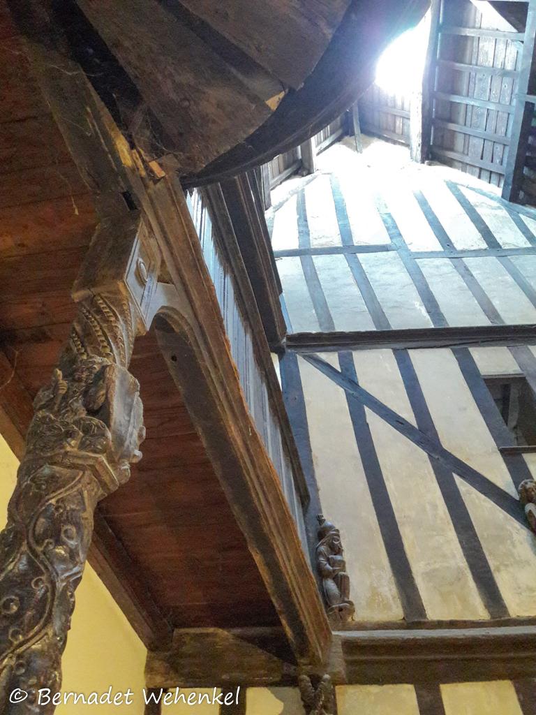 Stukje van de houten trap in het lantaarnhuis.