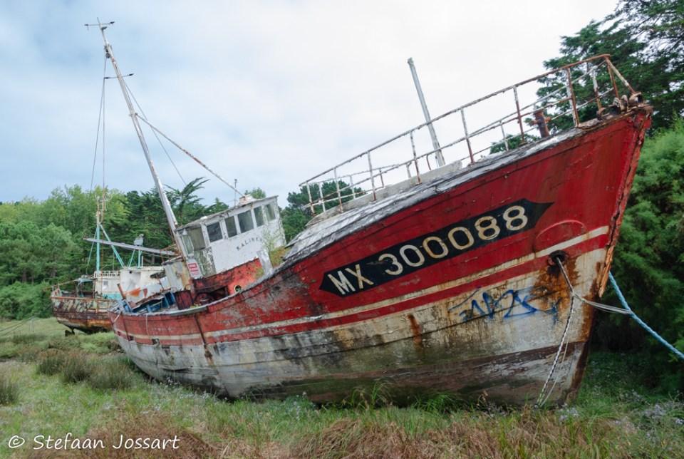 Oude vissersboten krijgen een laatste rustplaats op dit botenkerkhof.