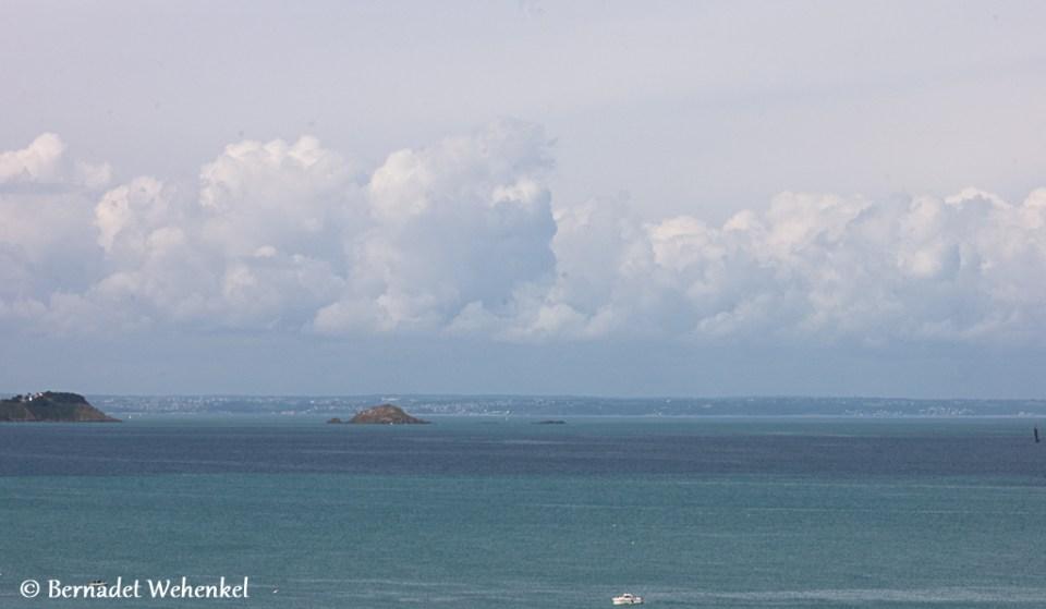 Vele tinten blauw voor de kust van Erquy.