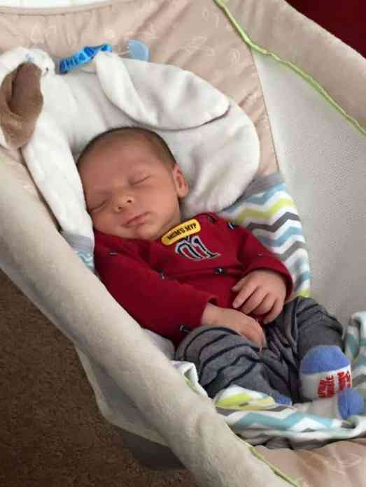 What is cosleeping? Is it safe to cosleep with my baby. Cosleeping has been extremely crucial for my family. Here are 3 absolutely amazing benefits of cosleeping with your baby.