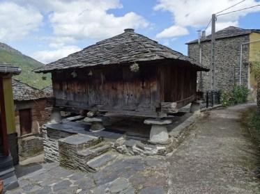 Arquitectura-Asturias-Horreo-pueblo