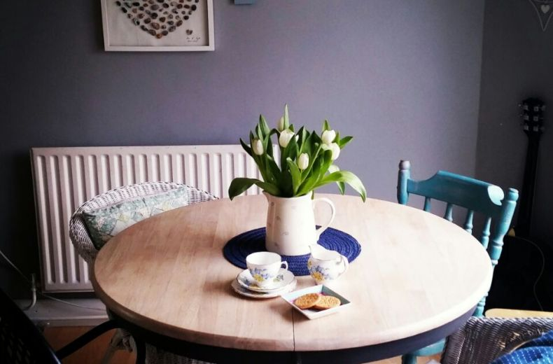 paint-furniture-dining-table-makeover
