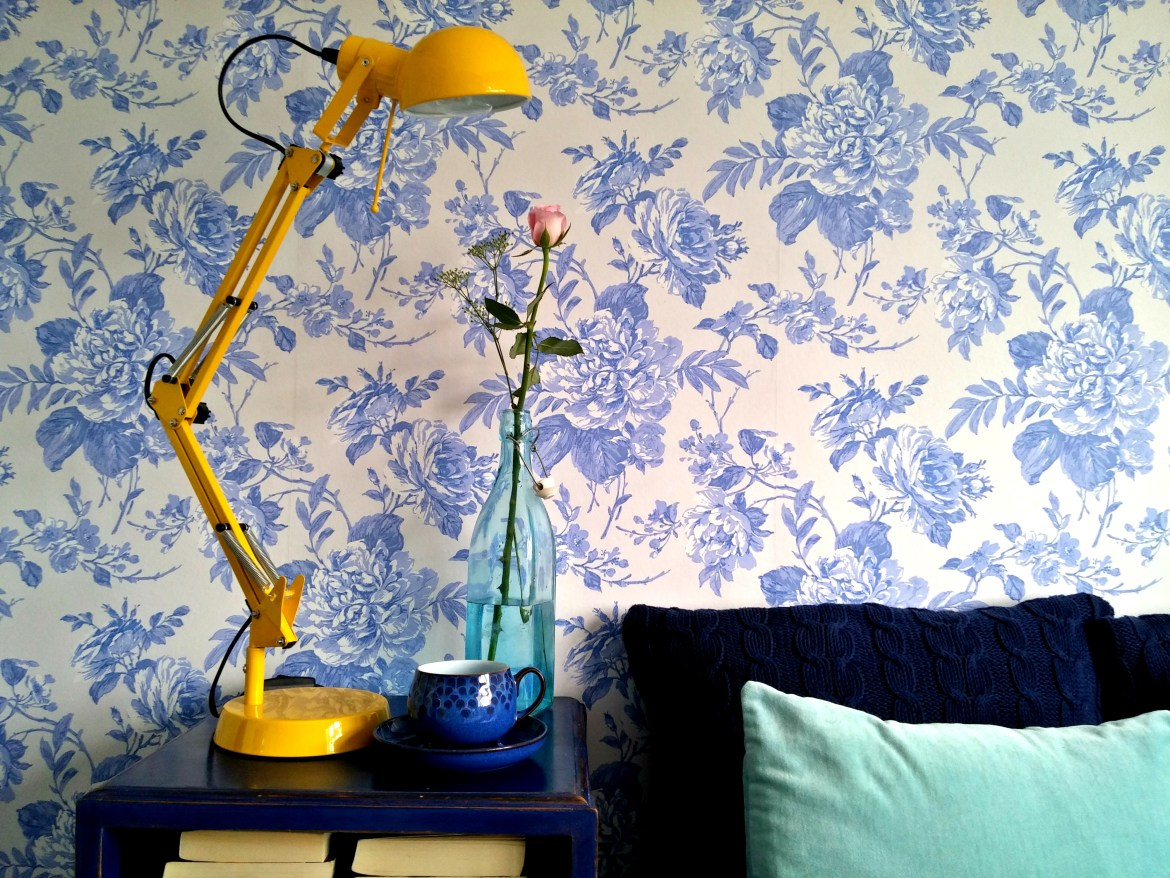 How NOT to hang wallpaper- everything you should know ...