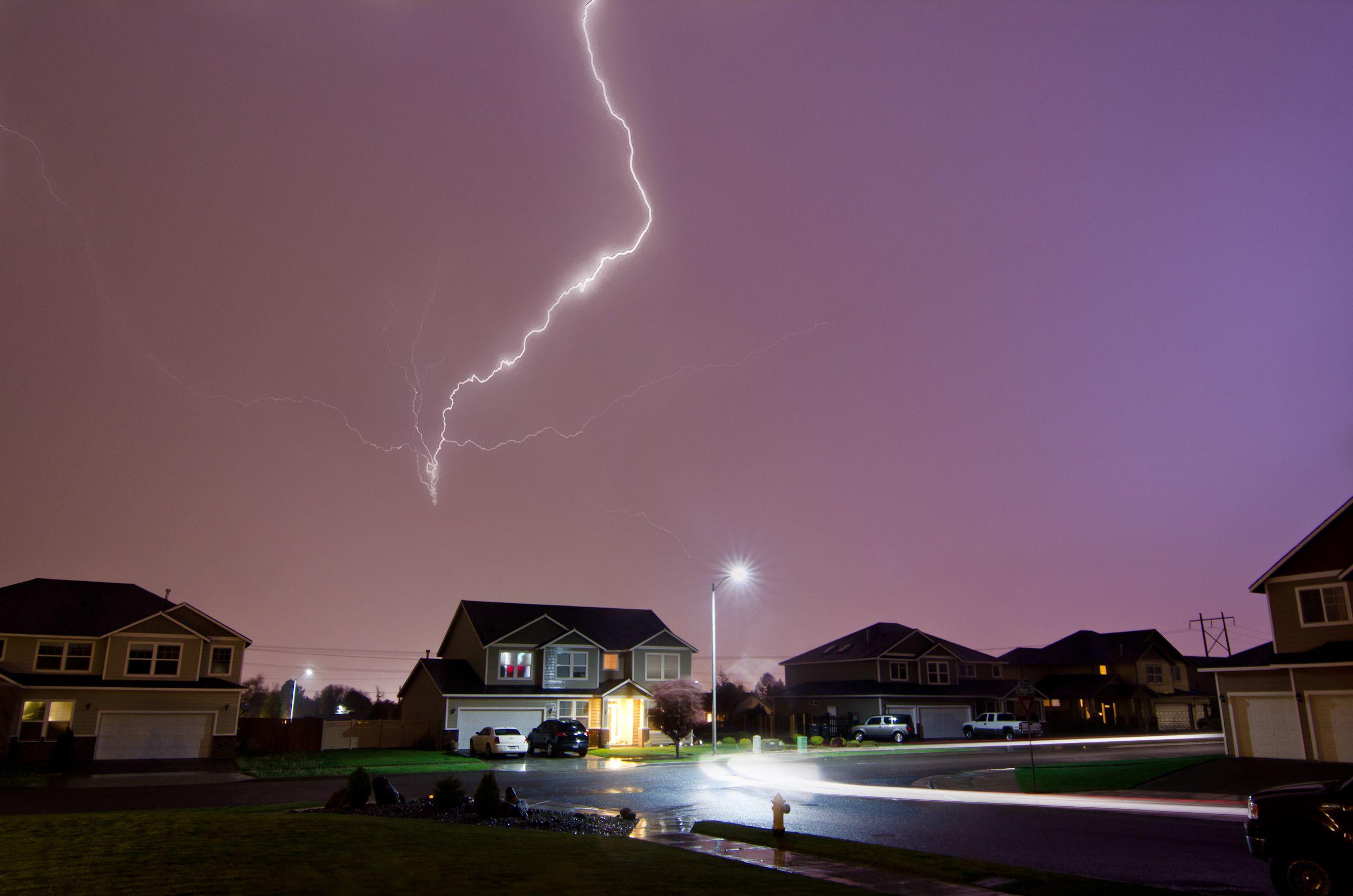 kids safe during severe thunderstorms