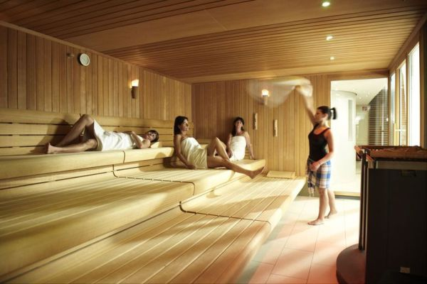 Longevity and Health Benefits of Saunas