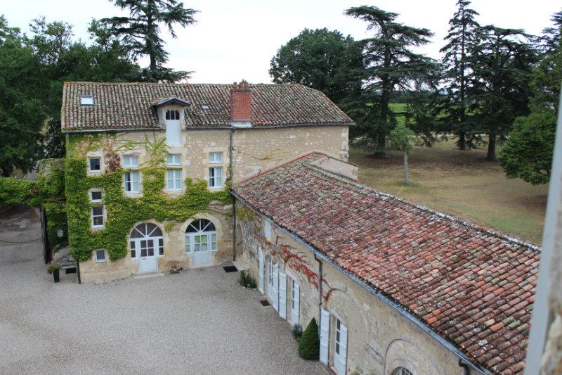 Cour du Château de Mons vue depuis une chambre - Armagnac