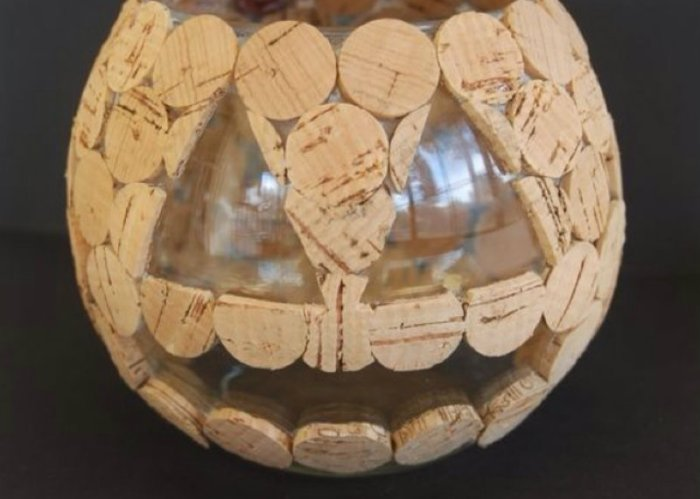 Lanterne-Halloween-en-liege