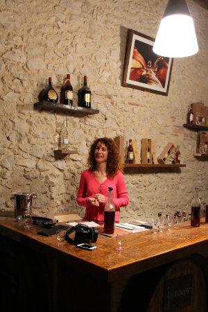Myriam Darzacq dans son caveau de dégustation