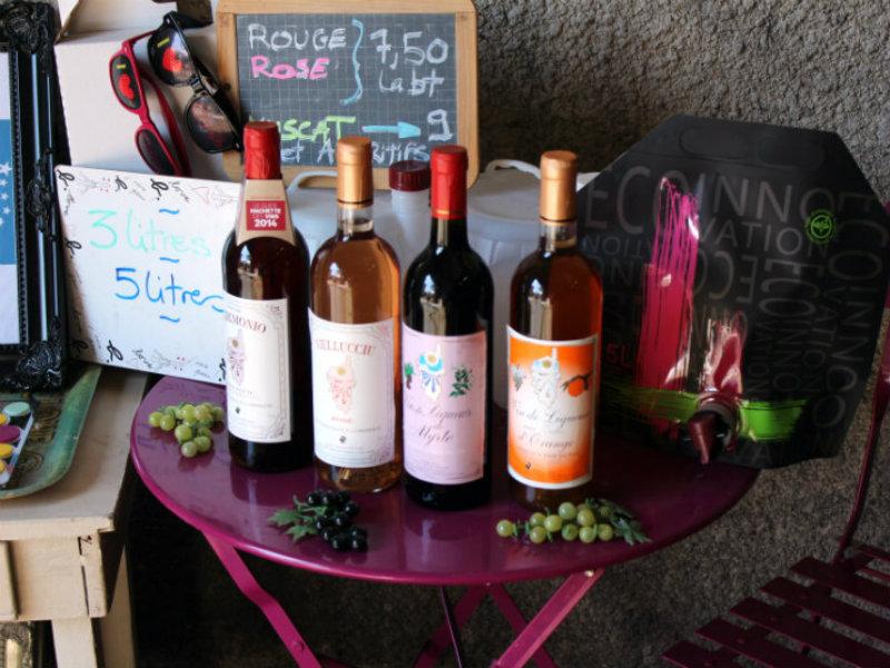 Photo d'une partie de la gamme de vins de MF Devichi
