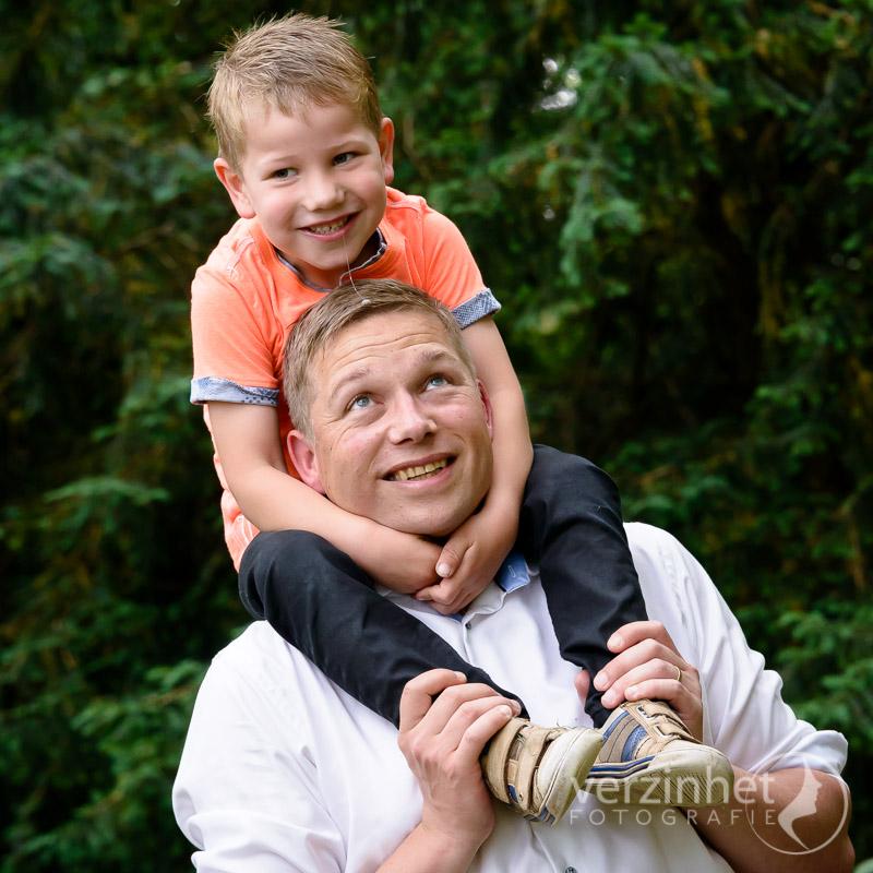 familieportret-diepenheim-verzinhet-fotografie-newlife-photography-marian-waanders-van-der-kolk-markelo-MVDK-20170603-1778