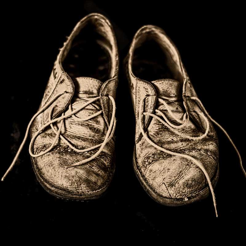 marian-van-der-kolk-conceptuele-fotografie-these-old-shoes-verzinhet-fotografie-markelo-etalageroute-2015-MVDK_20150127_0017