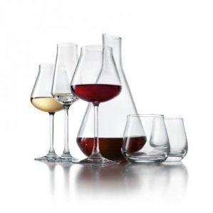 Recipientes de vidro contendo vinho
