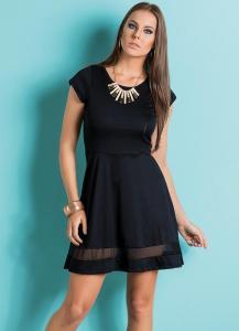 vestido preto com recorte em tule na barra