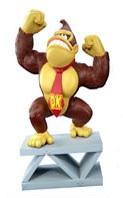 Donkey Kong Vinyl Figure op Sokkel 15cm