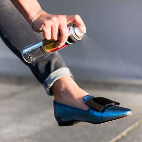 Metallic spray voor hippe schoenen