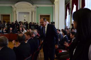 Lavrov - trabajar la multitud