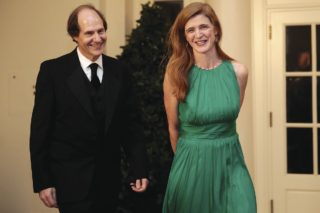 Judía sionista Cass Sunstein casado con Samantha Power católica