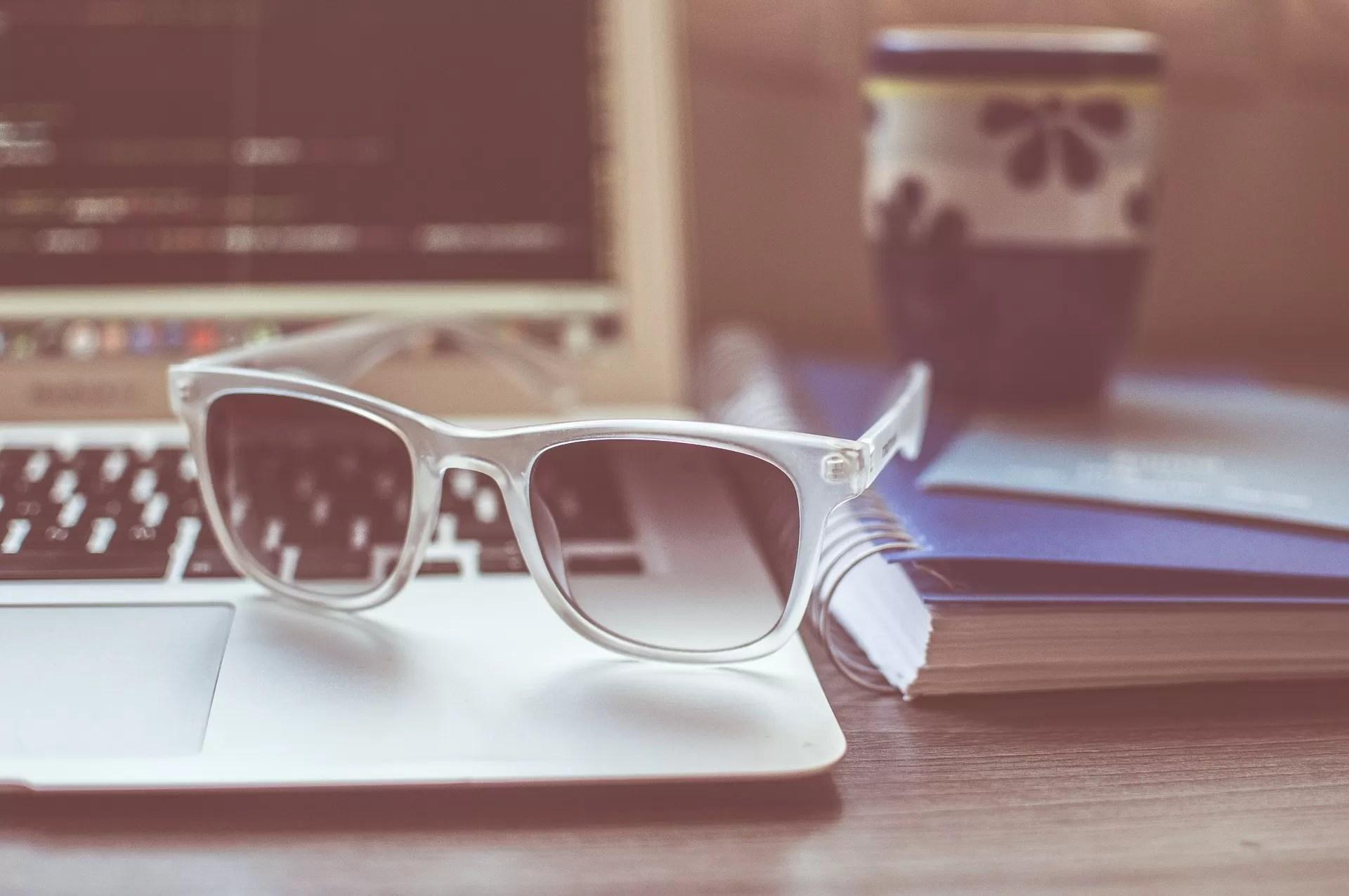 sunglasses-1284392_1920