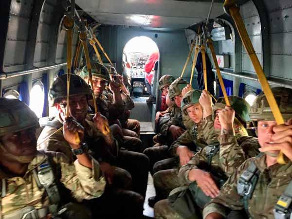 European Paratroopers Associations en el avión. VetPac