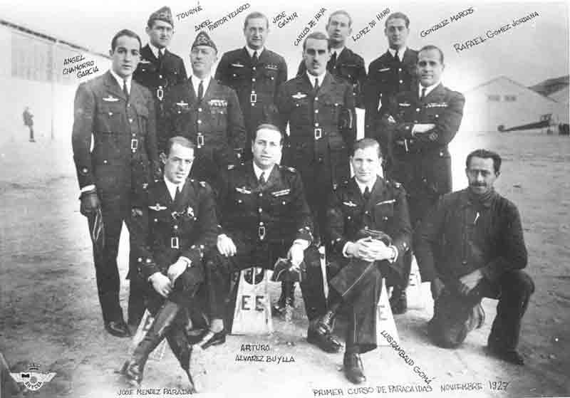 Integrantes primer curso Paracaidismo militar en España