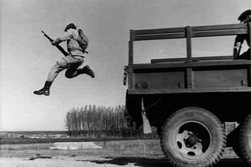 Ejercicio de salto desde camión Boinas Verdesw