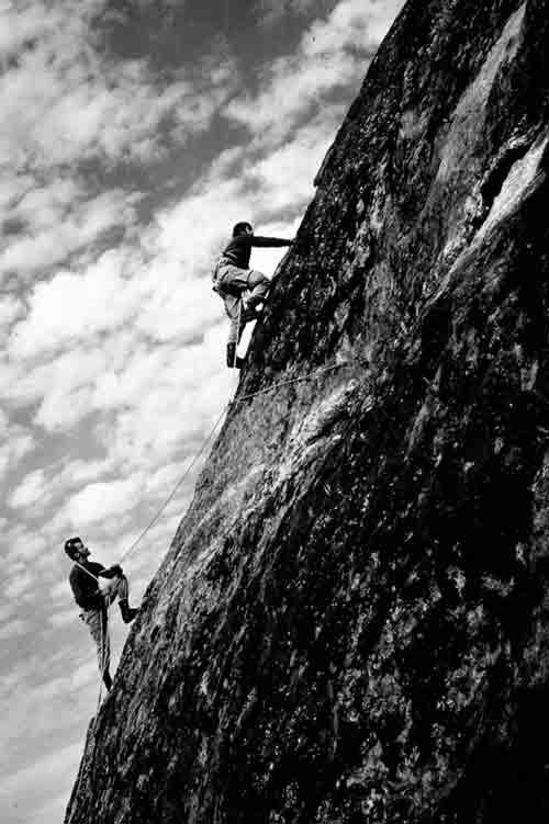 Guerrilleros escalando