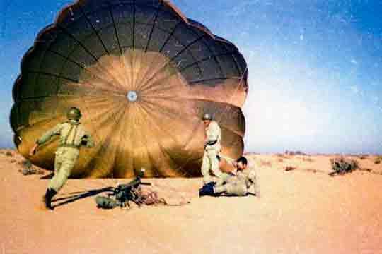 Los paracaidistas, primeros en llegar al AOE dijeron adiós al Sahara