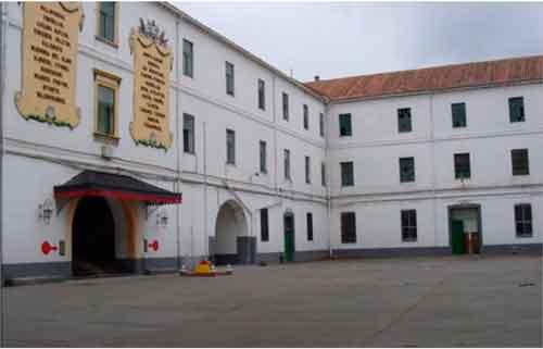 Patio de armas del Príncipe Lepanto, sede de la I Bandera a finales de los noventa.