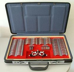 La foto mostra una valigetta con set lenti di prova