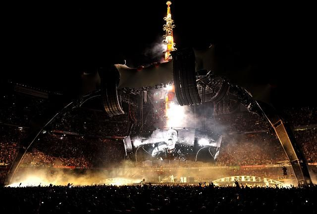 http://www.via-news.es/images/stories/musica/u2-barcelona.jpg