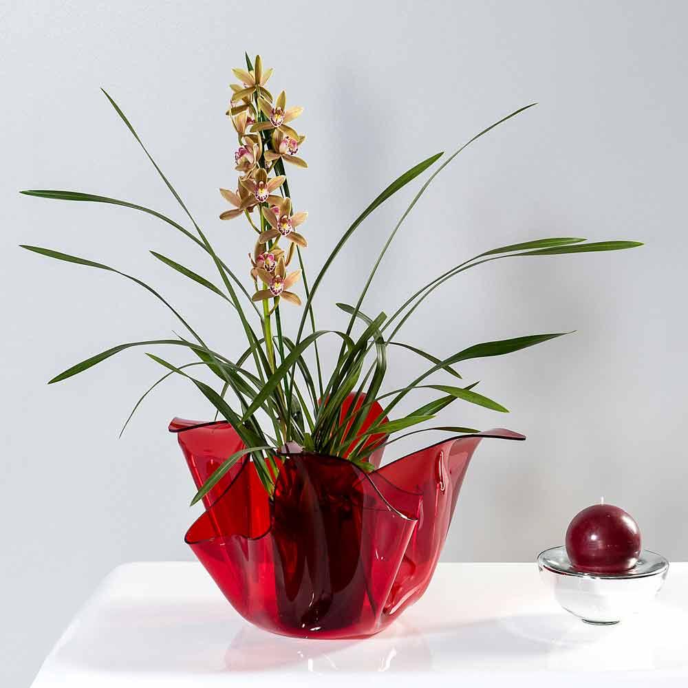 Per piante o per fiori recisi, durante la bella stagione saranno verdi e colorati, mentre in inverno. Red Outdoor Indoor Vase With A Modern Design Pina Made In Italy