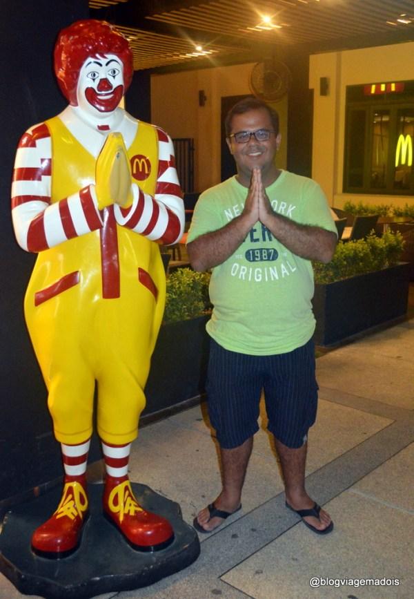 Luciano e o Ronald Mc Donalds Tailandês