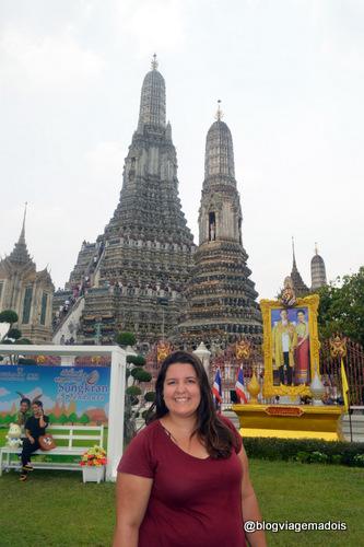 Rachel na frente do templo
