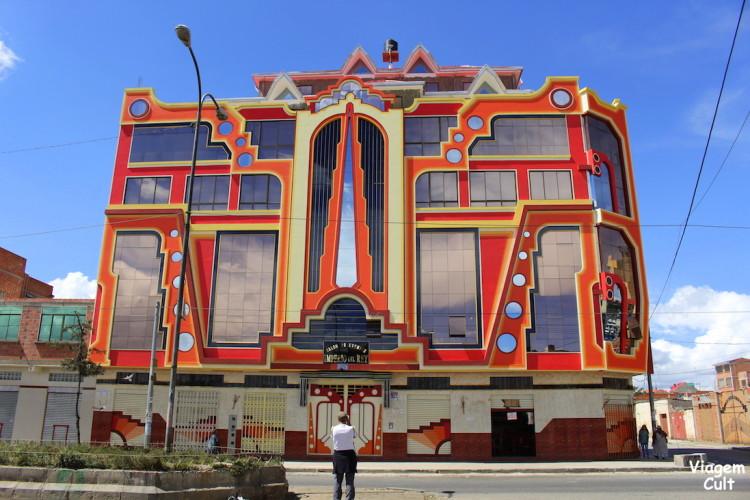 Esse edifício colorido é um cholet