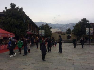 Na saída do Museu de Terracota