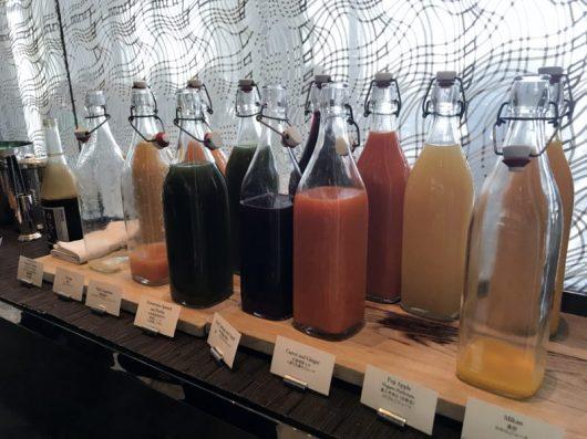 Pelo menos uns seis tipos de suco frescos